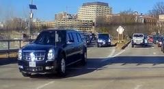道路走ってたら後ろからトランプ大統領が来た!