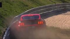 フォード マスタング シェルビー GT350 がニュルでクラッシュしちゃう動画