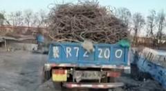 簡単にすばやくトラックの荷物を下ろす方法がわかるかもしれない動画