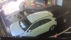 女性ドライバー「洗車してピカピカになったよ」→ クラッシュ
