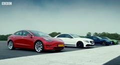テスラ モデル3 vs AMG C63 S vs BMW M3 vs アルファ ジュリア QV ゼロヨン加速対決動画