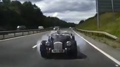 モーガン プラス4 が高速で追突しちゃうクラッシュ動画