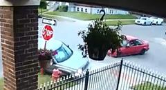 一時停止違反で事故った警察官「う~ん、あいつを逮捕!」