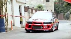 ランエボ6が街の路地を猛スピードで突っ走るヒルクライム動画