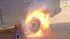 タイヤの代わりに21000本のマッチを付けて着火してみた