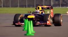 F1 vs スーパーバイク スラローム対決動画