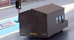車 vs 世界一速い小屋 ドラッグレース動画