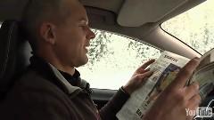 運転中に新聞が読めちゃうボルボのオートクルーズシステムのデモ動画