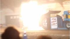 ドラッグレース用トラクターのエンジンが爆発しちゃう動画