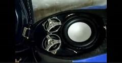 けつ伝導スピーカーをつけちゃったスクーターの動画