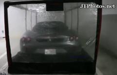 新しいボディカバー?フェラーリ F430が謎のテント内に駐車してある動画