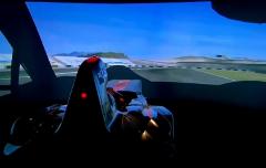 マクラーレンのF1シミュレーターでMP4-12Cをシミュレートしちゃう動画