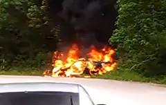 日産 GT-R? が峠で燃えちゃってる動画