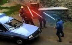 トラクタードライバー vs 乗用車ドライバー 路上バトルをスターウォーズ風にしちゃった面白動画