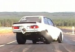 1000馬力 BMW E30 ドラッグカーのタイヤが取れちゃう動画