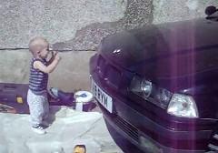 BMW のエンジン音がとても大好きな男の子の動画