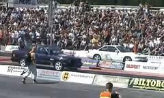 おお!1100馬力のBMW M5 E34 のドラッグレース動画
