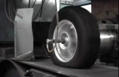 タイヤのテストをしている動画