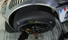 ピットクルーの見事なタイヤ交換作業がよく分かっちゃう動画