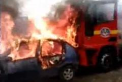 消えないどころか消防車まで巻き込んじゃう車両火災の動画