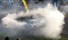 BMW E30 M3の見事なドリフトショーの動画