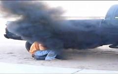 誰得?あえてディーゼルの黒煙を浴びちゃう動画