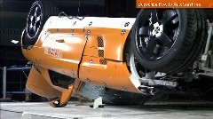 メルセデス・ベンツ SLS AMG のクラッシュテストの動画