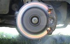 ブレーキをかけ続けると一体どうなるのか実験しちゃう動画
