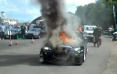 イギリスの日本車イベントで日産 スカイラインGT-Rが燃えちゃってる動画