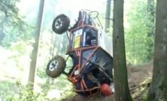 スズキ ジムニーが斜面を転落しちゃう動画