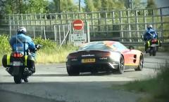 Gumball 3000に参加しているアストンマーチン One-77 が警察に捕まっちゃった動画