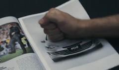 これは面白い!カタログにエアバッグが装備されているプジョーの面白CM動画
