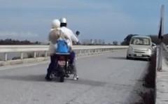 シャララ~ラ♪ Do you have a HONDA? なんかいいな、お爺ちゃんとお婆ちゃんのバイク二人乗り動画