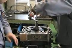 ルマン初のロータリーエンジン優勝車 マツダ 787B をレストアしちゃう動画