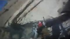 あー!乗ってたバイクが崖から落ちちゃう動画
