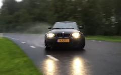 BMW 1シリーズ Mクーペが公道でロングドリフトしちゃう動画