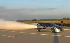 はえー!ウォーターロケットエンジンを積んだ劇速プジョー 206 の動画