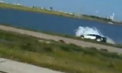 ブガッティ ヴェイロンが湖に落ちちゃう動画