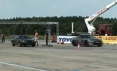日産 GT-R vs 700馬力 R32 スカイラインGT-R ワンマイル加速対決動画