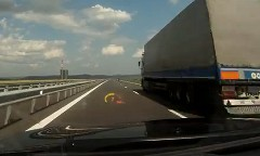 BMW M6 が高速道路で320km/h出しちゃう動画