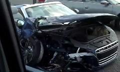 ブルラン2011 に参加しているアウディ R8 スパイダーがクラッシュしてる動画