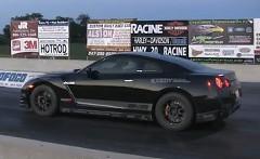 1300馬力の日産 GT-R がゼロヨン8秒台を出しちゃう動画