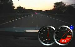 はえー!2台の日産 GT-R がアウトバーンを超ハイスピードクルージングしちゃう動画