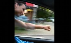 車と同じ速度で飛ぶリアルスーパーマンが現れた!!!っていう面白動画