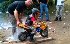 ちびっ子バイク用バーンアウト体験装置の動画