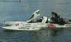 すげー!417km/hで水上を走るドラッグボートの動画