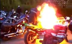 カワサキ ニンジャで空ぶかししてたら燃えちゃった動画