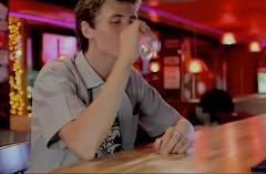 酔っぱらい vs マイカー 飲酒運転を巡る攻防が楽しい面白動画