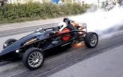アリエル アトムのエンジンが突然燃えだしちゃう動画