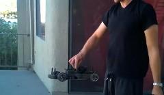 これはドイヒー!エンジン付きラジコンカーを丘の上から住宅街に投げ捨てちゃう動画